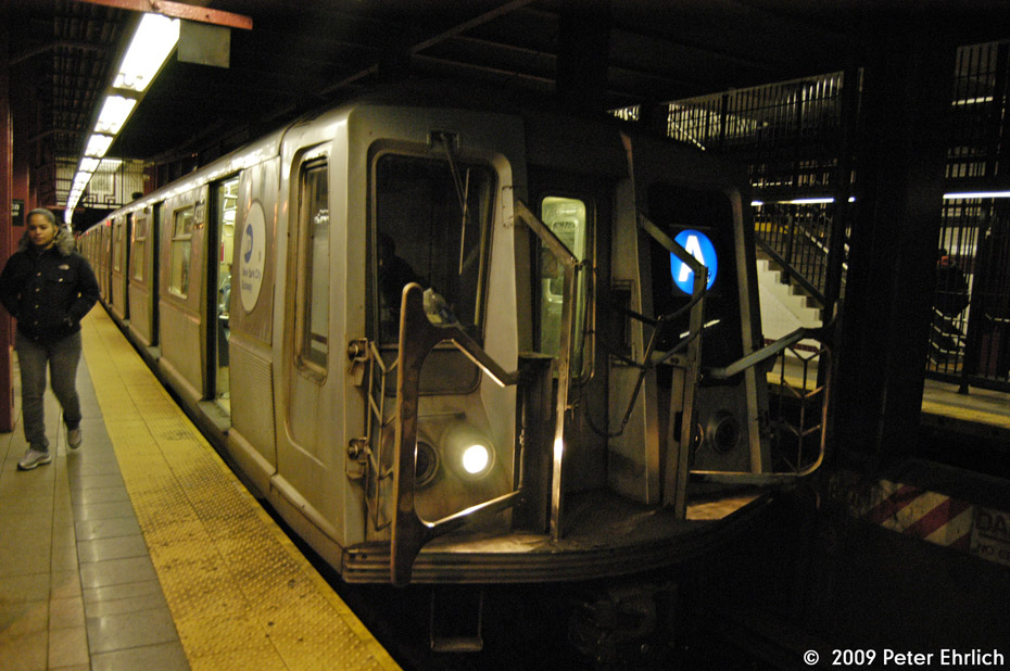 (207k, 930x618)<br><b>Country:</b> United States<br><b>City:</b> New York<br><b>System:</b> New York City Transit<br><b>Line:</b> IND Fulton Street Line<br><b>Location:</b> Utica Avenue <br><b>Route:</b> A<br><b>Car:</b> R-40 (St. Louis, 1968)  4338 <br><b>Photo by:</b> Peter Ehrlich<br><b>Date:</b> 2/24/2009<br><b>Notes:</b> Inbound<br><b>Viewed (this week/total):</b> 3 / 874