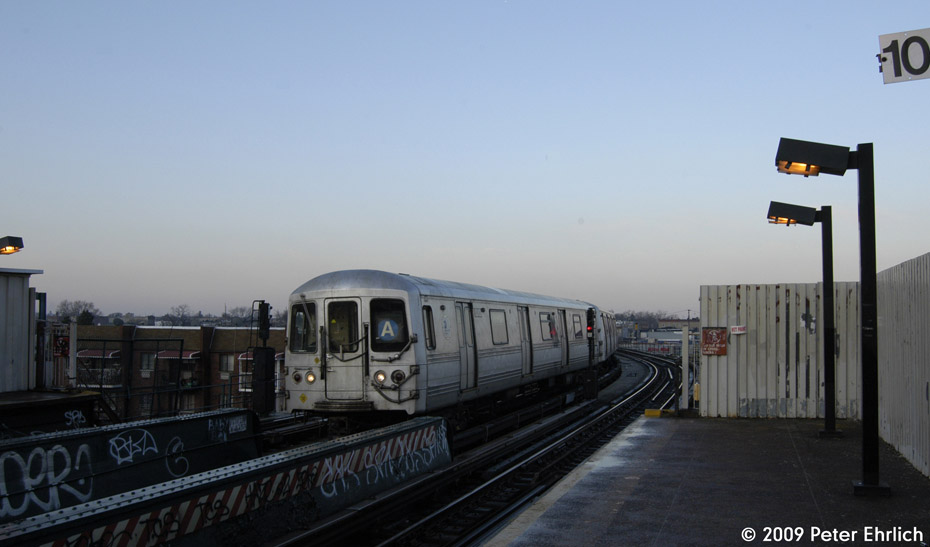 (124k, 930x547)<br><b>Country:</b> United States<br><b>City:</b> New York<br><b>System:</b> New York City Transit<br><b>Line:</b> IND Fulton Street Line<br><b>Location:</b> 80th Street/Hudson Street <br><b>Route:</b> A<br><b>Car:</b> R-44 (St. Louis, 1971-73) 5262 <br><b>Photo by:</b> Peter Ehrlich<br><b>Date:</b> 2/19/2009<br><b>Notes:</b> Outbound<br><b>Viewed (this week/total):</b> 0 / 566