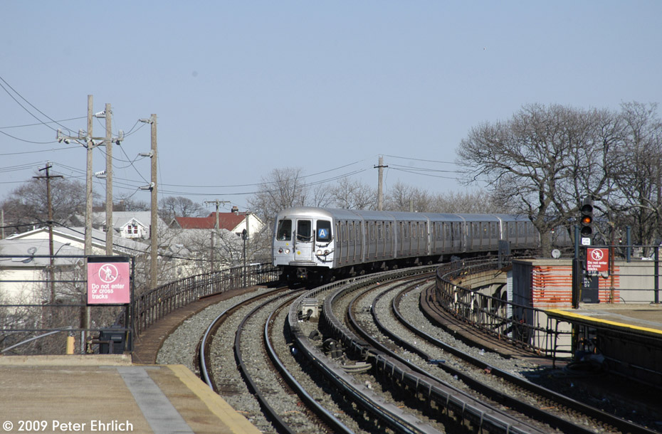(210k, 930x610)<br><b>Country:</b> United States<br><b>City:</b> New York<br><b>System:</b> New York City Transit<br><b>Line:</b> IND Rockaway<br><b>Location:</b> Beach 25th Street/Wavecrest <br><b>Route:</b> A<br><b>Car:</b> R-44 (St. Louis, 1971-73) 5280 <br><b>Photo by:</b> Peter Ehrlich<br><b>Date:</b> 2/24/2009<br><b>Notes:</b> Inbound<br><b>Viewed (this week/total):</b> 3 / 1228