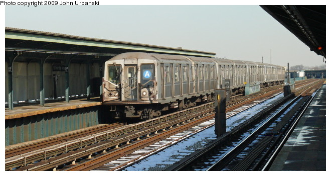 (87k, 660x350)<br><b>Country:</b> United States<br><b>City:</b> New York<br><b>System:</b> New York City Transit<br><b>Line:</b> IND Fulton Street Line<br><b>Location:</b> 88th Street/Boyd Avenue <br><b>Route:</b> A<br><b>Car:</b> R-40 (St. Louis, 1968)  4370 <br><b>Photo by:</b> John Urbanski<br><b>Date:</b> 3/5/2009<br><b>Viewed (this week/total):</b> 3 / 667