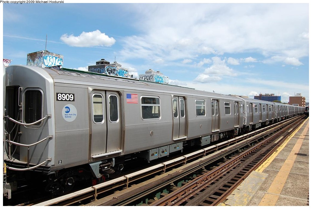 (242k, 1044x699)<br><b>Country:</b> United States<br><b>City:</b> New York<br><b>System:</b> New York City Transit<br><b>Line:</b> BMT Astoria Line<br><b>Location:</b> 30th/Grand Aves. <br><b>Route:</b> N Lay-up<br><b>Car:</b> R-160B (Kawasaki, 2005-2008)  8909 <br><b>Photo by:</b> Michael Hodurski<br><b>Date:</b> 5/23/2008<br><b>Viewed (this week/total):</b> 2 / 845