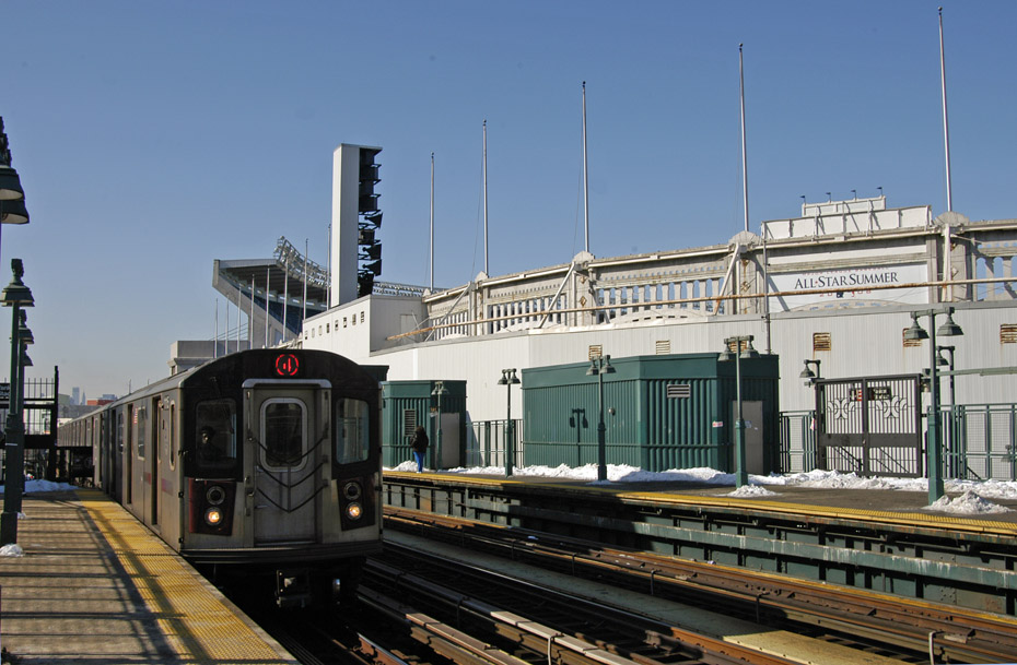 (197k, 930x609)<br><b>Country:</b> United States<br><b>City:</b> New York<br><b>System:</b> New York City Transit<br><b>Line:</b> IRT Woodlawn Line<br><b>Location:</b> 161st Street/River Avenue (Yankee Stadium) <br><b>Route:</b> 4<br><b>Car:</b> R-142 (Option Order, Bombardier, 2002-2003)  1115 <br><b>Photo by:</b> Peter Ehrlich<br><b>Date:</b> 3/4/2009<br><b>Notes:</b> Outbound.<br><b>Viewed (this week/total):</b> 2 / 705
