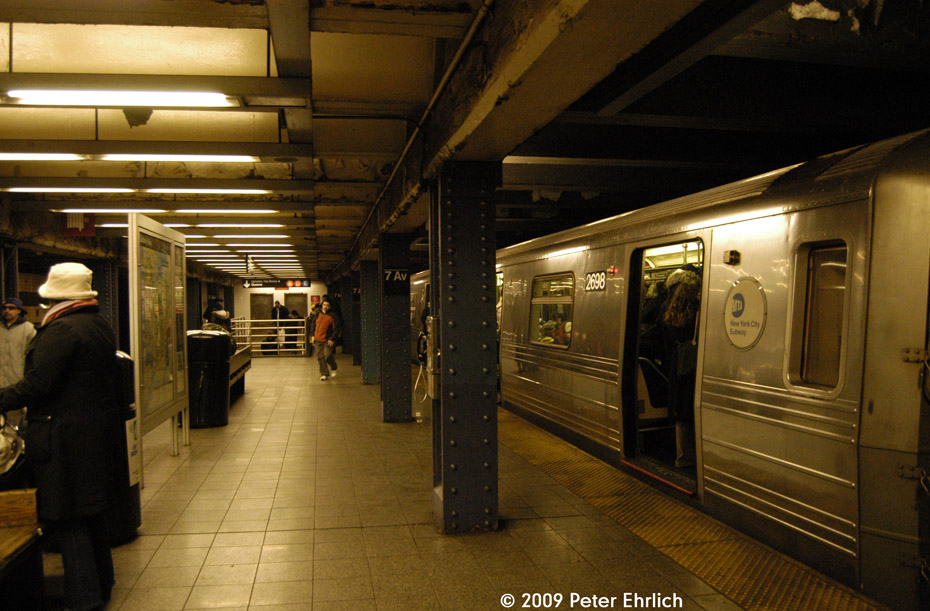 (208k, 930x611)<br><b>Country:</b> United States<br><b>City:</b> New York<br><b>System:</b> New York City Transit<br><b>Line:</b> IND Queens Boulevard Line<br><b>Location:</b> 7th Avenue/53rd Street <br><b>Car:</b> R-68 (Westinghouse-Amrail, 1986-1988)  2698 <br><b>Photo by:</b> Peter Ehrlich<br><b>Date:</b> 3/4/2009<br><b>Notes:</b> Inbound.<br><b>Viewed (this week/total):</b> 1 / 828