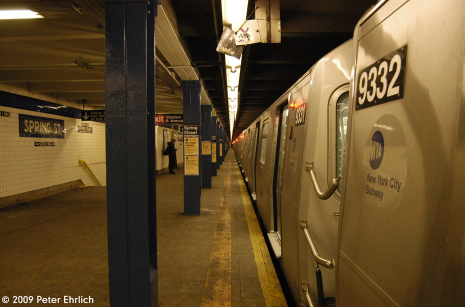 (198k, 930x614)<br><b>Country:</b> United States<br><b>City:</b> New York<br><b>System:</b> New York City Transit<br><b>Line:</b> IND 8th Avenue Line<br><b>Location:</b> Spring Street <br><b>Route:</b> E<br><b>Car:</b> R-160A (Option 1) (Alstom, 2008-2009, 5 car sets)  9333 <br><b>Photo by:</b> Peter Ehrlich<br><b>Date:</b> 3/4/2009<br><b>Notes:</b> Inbound.<br><b>Viewed (this week/total):</b> 0 / 700