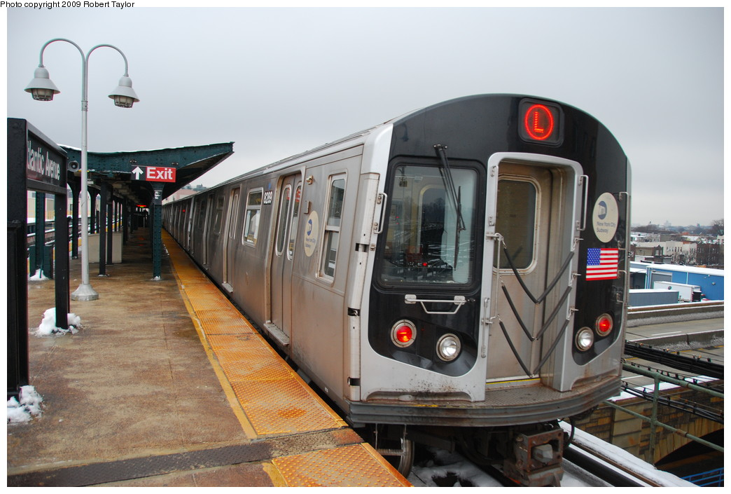 (252k, 1044x705)<br><b>Country:</b> United States<br><b>City:</b> New York<br><b>System:</b> New York City Transit<br><b>Line:</b> BMT Canarsie Line<br><b>Location:</b> Atlantic Avenue <br><b>Route:</b> L<br><b>Car:</b> R-143 (Kawasaki, 2001-2002) 8289 <br><b>Photo by:</b> Robert Taylor<br><b>Date:</b> 12/21/2008<br><b>Viewed (this week/total):</b> 1 / 822