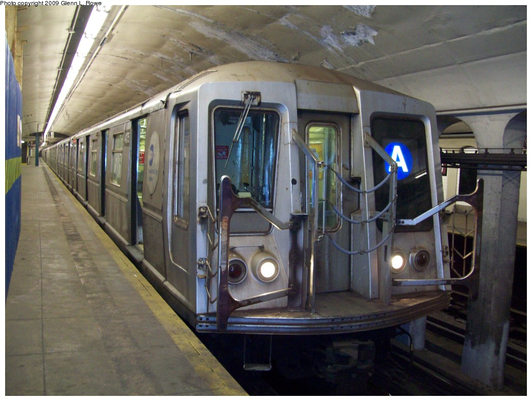 (204k, 1044x788)<br><b>Country:</b> United States<br><b>City:</b> New York<br><b>System:</b> New York City Transit<br><b>Line:</b> IND 8th Avenue Line<br><b>Location:</b> 190th Street/Overlook Terrace <br><b>Route:</b> A<br><b>Car:</b> R-40 (St. Louis, 1968)  4175 <br><b>Photo by:</b> Glenn L. Rowe<br><b>Date:</b> 3/12/2009<br><b>Viewed (this week/total):</b> 3 / 1140