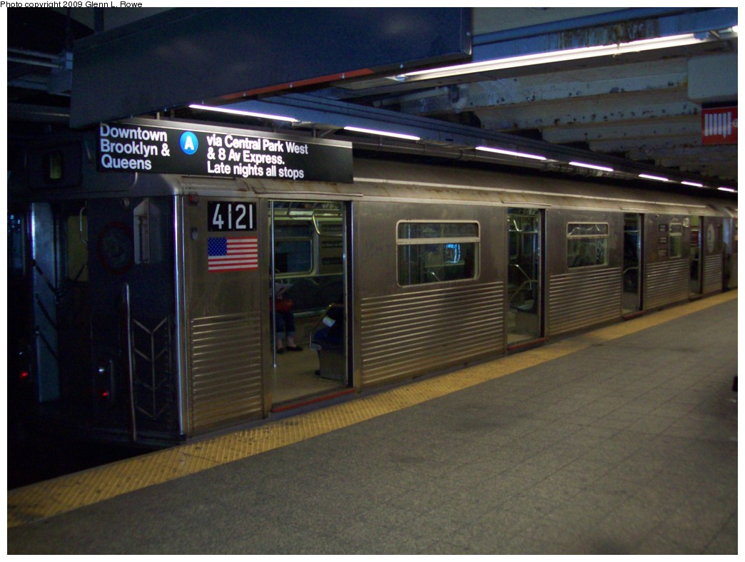 (187k, 1044x788)<br><b>Country:</b> United States<br><b>City:</b> New York<br><b>System:</b> New York City Transit<br><b>Line:</b> IND 8th Avenue Line<br><b>Location:</b> 207th Street <br><b>Route:</b> A<br><b>Car:</b> R-38 (St. Louis, 1966-1967)  4121 <br><b>Photo by:</b> Glenn L. Rowe<br><b>Date:</b> 3/12/2009<br><b>Viewed (this week/total):</b> 3 / 1084