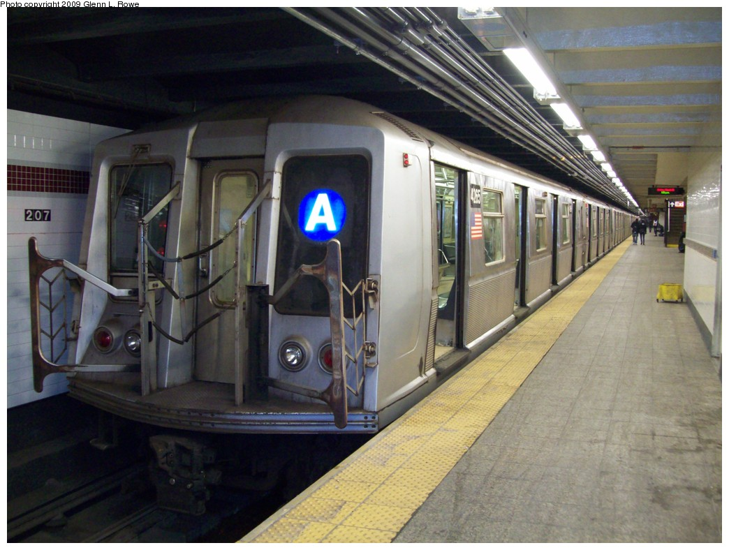 (209k, 1044x788)<br><b>Country:</b> United States<br><b>City:</b> New York<br><b>System:</b> New York City Transit<br><b>Line:</b> IND 8th Avenue Line<br><b>Location:</b> 207th Street <br><b>Route:</b> A<br><b>Car:</b> R-40 (St. Louis, 1968)  4265 <br><b>Photo by:</b> Glenn L. Rowe<br><b>Date:</b> 3/13/2009<br><b>Viewed (this week/total):</b> 3 / 463