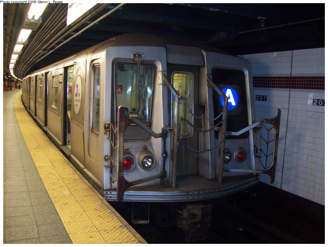 (205k, 1044x788)<br><b>Country:</b> United States<br><b>City:</b> New York<br><b>System:</b> New York City Transit<br><b>Line:</b> IND 8th Avenue Line<br><b>Location:</b> 207th Street <br><b>Route:</b> A<br><b>Car:</b> R-40 (St. Louis, 1968)  4365 <br><b>Photo by:</b> Glenn L. Rowe<br><b>Date:</b> 3/13/2009<br><b>Viewed (this week/total):</b> 0 / 620