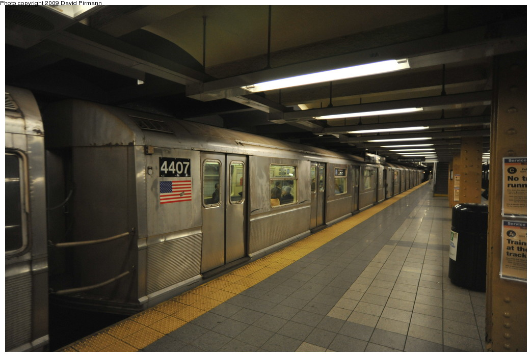 (212k, 1044x701)<br><b>Country:</b> United States<br><b>City:</b> New York<br><b>System:</b> New York City Transit<br><b>Line:</b> IND 8th Avenue Line<br><b>Location:</b> 14th Street <br><b>Route:</b> A<br><b>Car:</b> R-40 (St. Louis, 1968)  4407 <br><b>Photo by:</b> David Pirmann<br><b>Date:</b> 3/15/2009<br><b>Viewed (this week/total):</b> 0 / 552