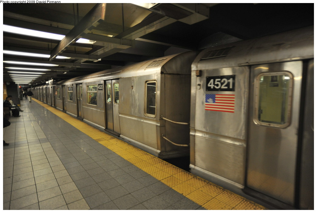 (223k, 1044x701)<br><b>Country:</b> United States<br><b>City:</b> New York<br><b>System:</b> New York City Transit<br><b>Line:</b> IND 8th Avenue Line<br><b>Location:</b> 14th Street <br><b>Route:</b> E<br><b>Car:</b> R-40M (St. Louis, 1969)  4520 <br><b>Photo by:</b> David Pirmann<br><b>Date:</b> 3/15/2009<br><b>Viewed (this week/total):</b> 0 / 787