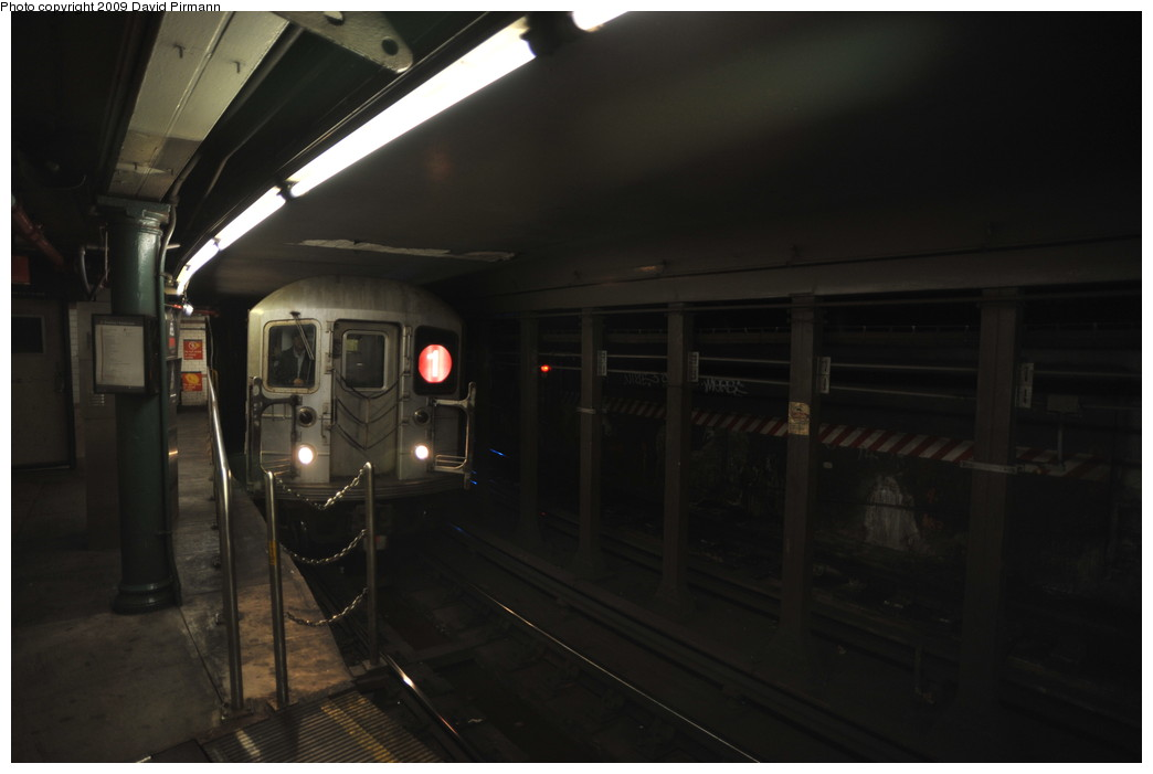 (164k, 1044x701)<br><b>Country:</b> United States<br><b>City:</b> New York<br><b>System:</b> New York City Transit<br><b>Line:</b> IRT West Side Line<br><b>Location:</b> South Ferry (Outer Loop Station) <br><b>Route:</b> 1<br><b>Car:</b> R-62A (Bombardier, 1984-1987)  1895 <br><b>Photo by:</b> David Pirmann<br><b>Date:</b> 3/15/2009<br><b>Notes:</b> Final day of revenue service at loop station.<br><b>Viewed (this week/total):</b> 3 / 681