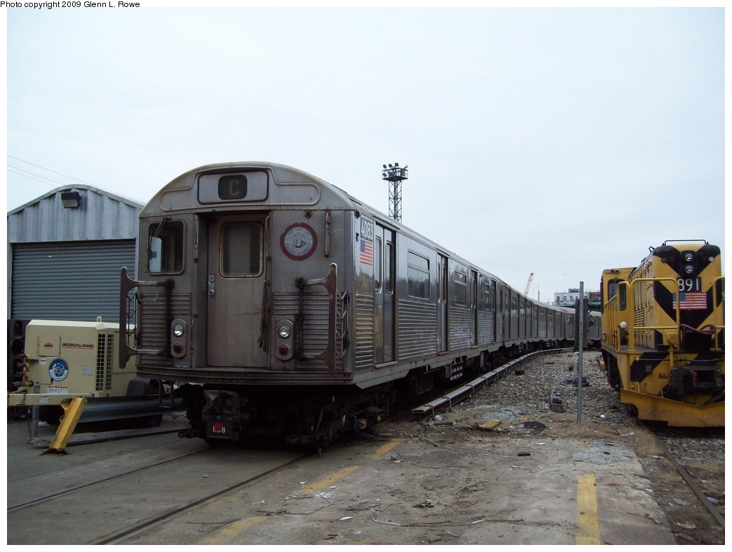 (178k, 1044x788)<br><b>Country:</b> United States<br><b>City:</b> New York<br><b>System:</b> New York City Transit<br><b>Location:</b> 207th Street Yard<br><b>Car:</b> R-38 (St. Louis, 1966-1967)  4083 <br><b>Photo by:</b> Glenn L. Rowe<br><b>Date:</b> 3/19/2009<br><b>Viewed (this week/total):</b> 1 / 618