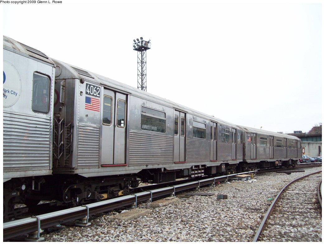 (214k, 1044x788)<br><b>Country:</b> United States<br><b>City:</b> New York<br><b>System:</b> New York City Transit<br><b>Location:</b> 207th Street Yard<br><b>Car:</b> R-38 (St. Louis, 1966-1967)  4062 <br><b>Photo by:</b> Glenn L. Rowe<br><b>Date:</b> 3/19/2009<br><b>Viewed (this week/total):</b> 1 / 824