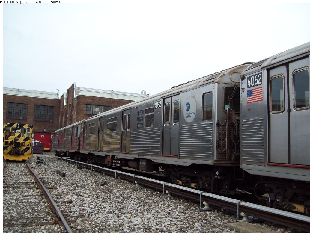 (220k, 1044x788)<br><b>Country:</b> United States<br><b>City:</b> New York<br><b>System:</b> New York City Transit<br><b>Location:</b> 207th Street Yard<br><b>Car:</b> R-38 (St. Louis, 1966-1967)  4082 <br><b>Photo by:</b> Glenn L. Rowe<br><b>Date:</b> 3/19/2009<br><b>Viewed (this week/total):</b> 0 / 750