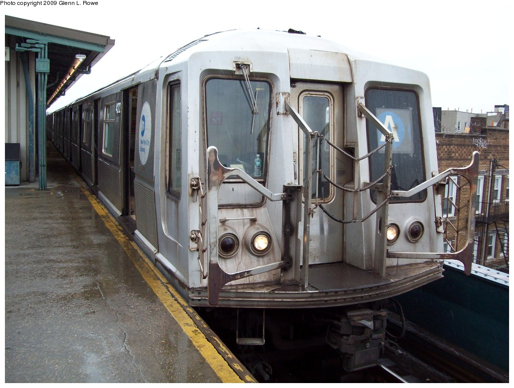 (223k, 1044x788)<br><b>Country:</b> United States<br><b>City:</b> New York<br><b>System:</b> New York City Transit<br><b>Line:</b> IND Fulton Street Line<br><b>Location:</b> Lefferts Boulevard <br><b>Route:</b> A<br><b>Car:</b> R-40 (St. Louis, 1968)  4272 <br><b>Photo by:</b> Glenn L. Rowe<br><b>Date:</b> 3/19/2009<br><b>Viewed (this week/total):</b> 0 / 442