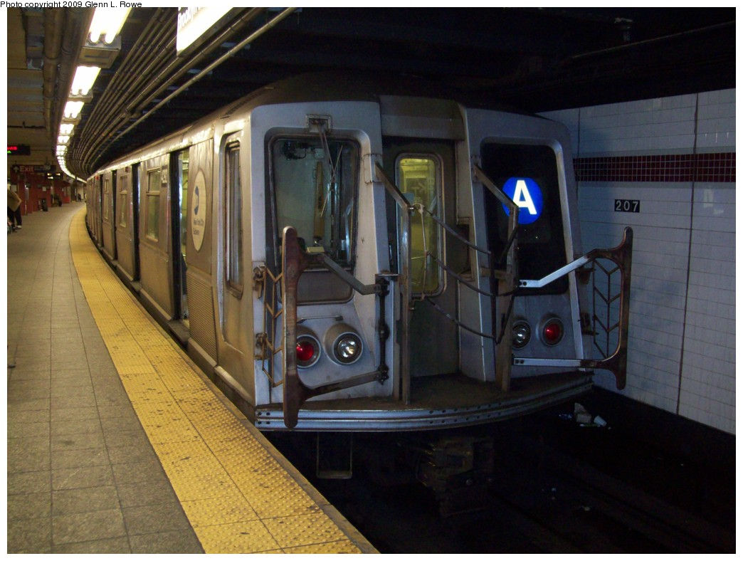(199k, 1044x788)<br><b>Country:</b> United States<br><b>City:</b> New York<br><b>System:</b> New York City Transit<br><b>Line:</b> IND 8th Avenue Line<br><b>Location:</b> 207th Street <br><b>Route:</b> A<br><b>Car:</b> R-40 (St. Louis, 1968)  4292 <br><b>Photo by:</b> Glenn L. Rowe<br><b>Date:</b> 3/20/2009<br><b>Viewed (this week/total):</b> 2 / 886