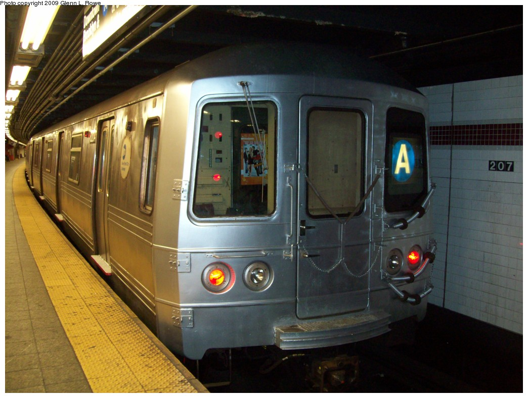 (201k, 1044x788)<br><b>Country:</b> United States<br><b>City:</b> New York<br><b>System:</b> New York City Transit<br><b>Line:</b> IND 8th Avenue Line<br><b>Location:</b> 207th Street <br><b>Route:</b> A<br><b>Car:</b> R-46 (Pullman-Standard, 1974-75) 6204 <br><b>Photo by:</b> Glenn L. Rowe<br><b>Date:</b> 3/20/2009<br><b>Viewed (this week/total):</b> 2 / 939