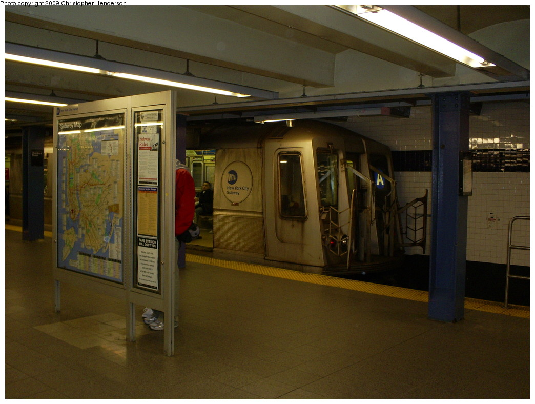 (237k, 1044x788)<br><b>Country:</b> United States<br><b>City:</b> New York<br><b>System:</b> New York City Transit<br><b>Line:</b> IND 8th Avenue Line<br><b>Location:</b> Chambers Street/World Trade Center <br><b>Route:</b> A reroute<br><b>Car:</b> R-40 (St. Louis, 1968)  4280 <br><b>Photo by:</b> Christopher Henderson<br><b>Date:</b> 3/15/2009<br><b>Notes:</b> A train at E train terminal<br><b>Viewed (this week/total):</b> 3 / 1704