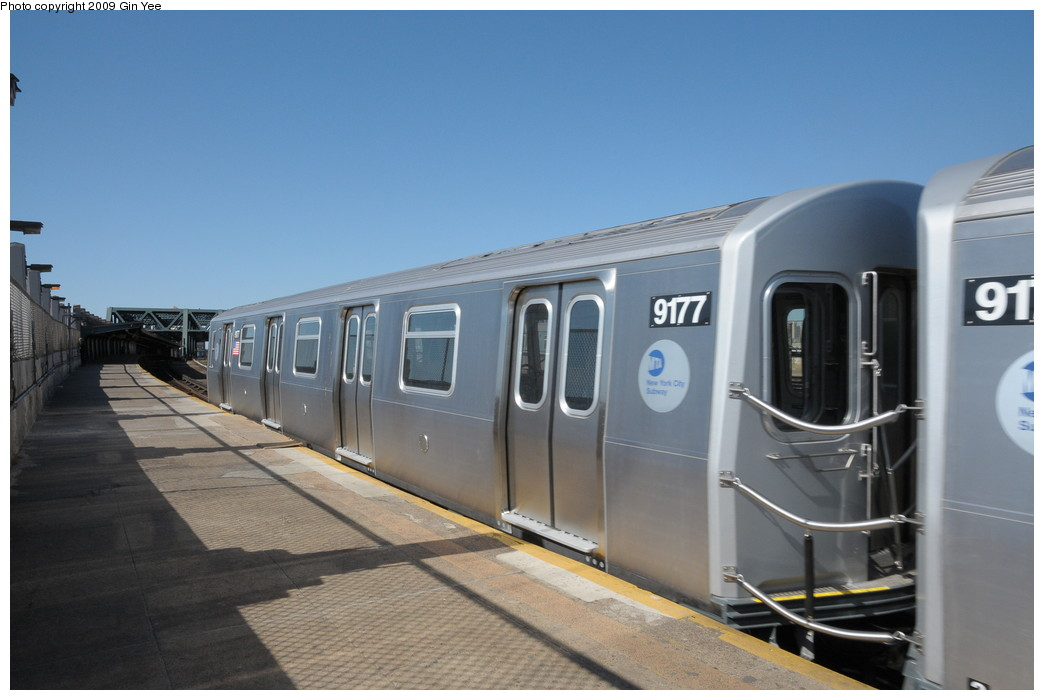(202k, 1044x700)<br><b>Country:</b> United States<br><b>City:</b> New York<br><b>System:</b> New York City Transit<br><b>Line:</b> IND Crosstown Line<br><b>Location:</b> Smith/9th Street <br><b>Route:</b> Testing<br><b>Car:</b> R-160B (Option 1) (Kawasaki, 2008-2009)  9177 <br><b>Photo by:</b> Gin Yee<br><b>Date:</b> 3/23/2009<br><b>Viewed (this week/total):</b> 1 / 1098