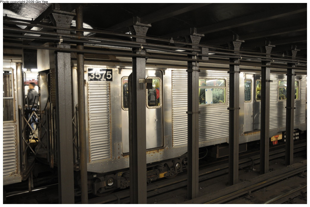 (250k, 1044x700)<br><b>Country:</b> United States<br><b>City:</b> New York<br><b>System:</b> New York City Transit<br><b>Line:</b> IND 8th Avenue Line<br><b>Location:</b> 34th Street/Penn Station <br><b>Route:</b> A<br><b>Car:</b> R-32 (Budd, 1964)  3575 <br><b>Photo by:</b> Gin Yee<br><b>Date:</b> 3/23/2009<br><b>Viewed (this week/total):</b> 0 / 1506