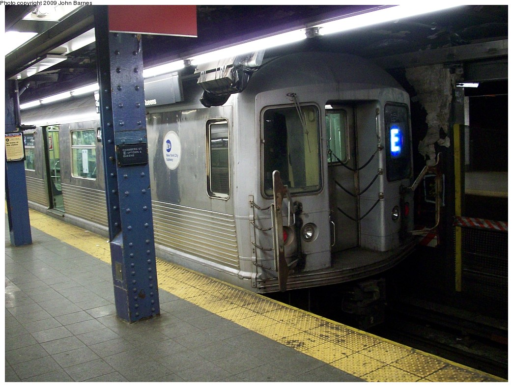 (244k, 1044x788)<br><b>Country:</b> United States<br><b>City:</b> New York<br><b>System:</b> New York City Transit<br><b>Line:</b> IND 8th Avenue Line<br><b>Location:</b> Chambers Street/World Trade Center <br><b>Route:</b> E<br><b>Car:</b> R-42 (St. Louis, 1969-1970)  4630 <br><b>Photo by:</b> John Barnes<br><b>Date:</b> 2/9/2009<br><b>Viewed (this week/total):</b> 3 / 1166