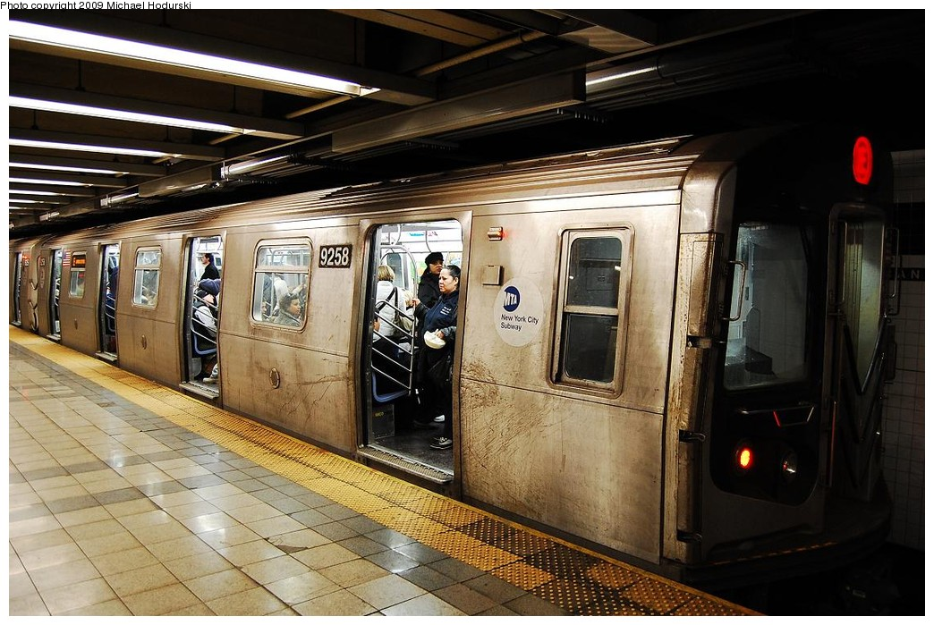 (253k, 1044x699)<br><b>Country:</b> United States<br><b>City:</b> New York<br><b>System:</b> New York City Transit<br><b>Line:</b> IND 8th Avenue Line<br><b>Location:</b> Canal Street-Holland Tunnel <br><b>Route:</b> E<br><b>Car:</b> R-160A (Option 1) (Alstom, 2008-2009, 5 car sets)  9258 <br><b>Photo by:</b> Michael Hodurski<br><b>Date:</b> 3/22/2008<br><b>Viewed (this week/total):</b> 5 / 1627