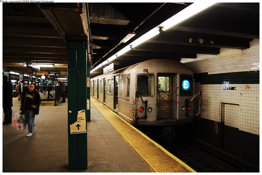 (224k, 1044x699)<br><b>Country:</b> United States<br><b>City:</b> New York<br><b>System:</b> New York City Transit<br><b>Line:</b> IND 8th Avenue Line<br><b>Location:</b> West 4th Street/Washington Square <br><b>Route:</b> E<br><b>Car:</b> R-40M (St. Louis, 1969)  4464 <br><b>Photo by:</b> Michael Hodurski<br><b>Date:</b> 3/22/2008<br><b>Viewed (this week/total):</b> 3 / 650