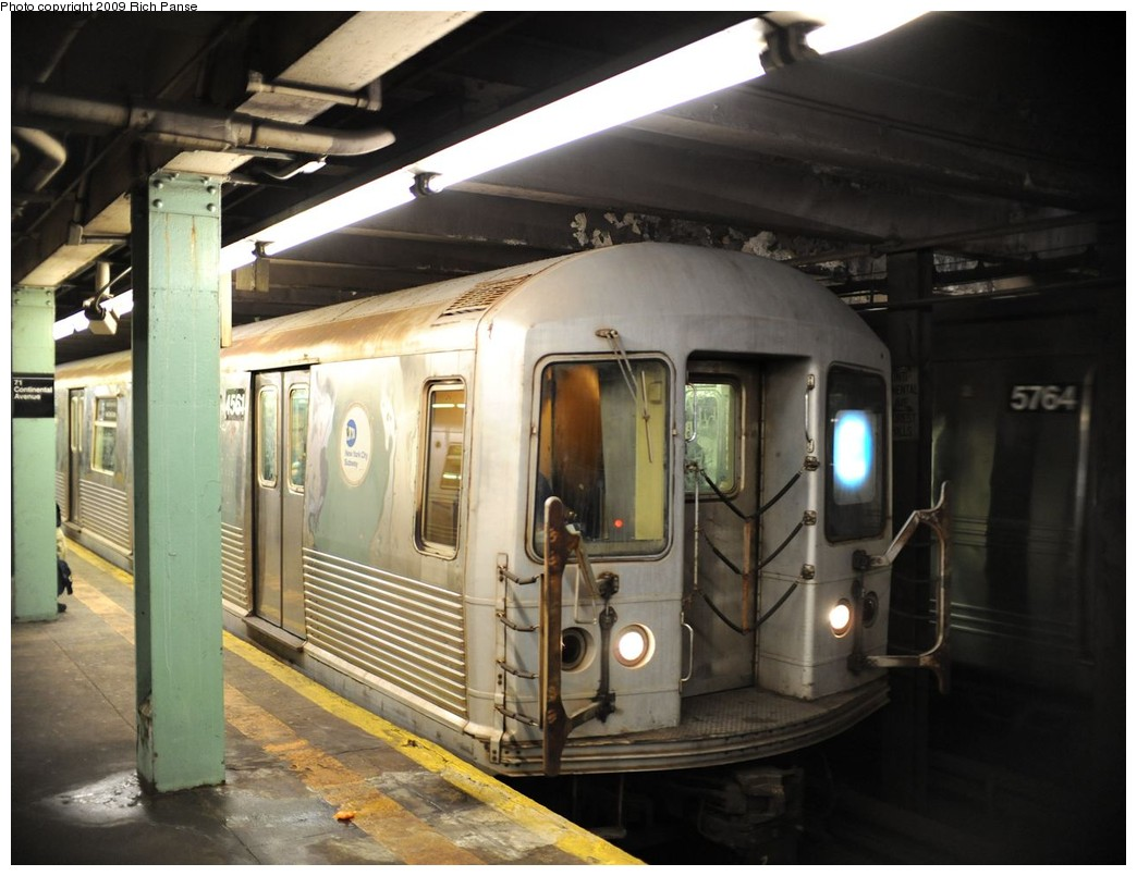 (178k, 1044x805)<br><b>Country:</b> United States<br><b>City:</b> New York<br><b>System:</b> New York City Transit<br><b>Line:</b> IND Queens Boulevard Line<br><b>Location:</b> 71st/Continental Aves./Forest Hills <br><b>Route:</b> E<br><b>Car:</b> R-42 (St. Louis, 1969-1970)  4561 <br><b>Photo by:</b> Richard Panse<br><b>Date:</b> 3/25/2009<br><b>Viewed (this week/total):</b> 0 / 1030