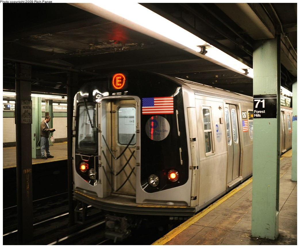 (191k, 1044x865)<br><b>Country:</b> United States<br><b>City:</b> New York<br><b>System:</b> New York City Transit<br><b>Line:</b> IND Queens Boulevard Line<br><b>Location:</b> 71st/Continental Aves./Forest Hills <br><b>Route:</b> E<br><b>Car:</b> R-160A (Option 1) (Alstom, 2008-2009, 5 car sets)  9257 <br><b>Photo by:</b> Richard Panse<br><b>Date:</b> 3/25/2009<br><b>Viewed (this week/total):</b> 4 / 1466