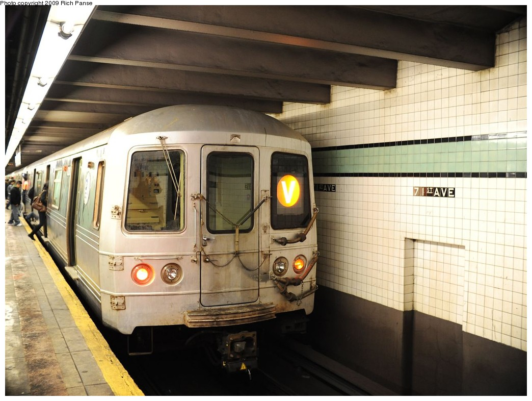 (189k, 1044x786)<br><b>Country:</b> United States<br><b>City:</b> New York<br><b>System:</b> New York City Transit<br><b>Line:</b> IND Queens Boulevard Line<br><b>Location:</b> 71st/Continental Aves./Forest Hills <br><b>Route:</b> V<br><b>Car:</b> R-46 (Pullman-Standard, 1974-75)  <br><b>Photo by:</b> Richard Panse<br><b>Date:</b> 3/25/2009<br><b>Viewed (this week/total):</b> 2 / 555
