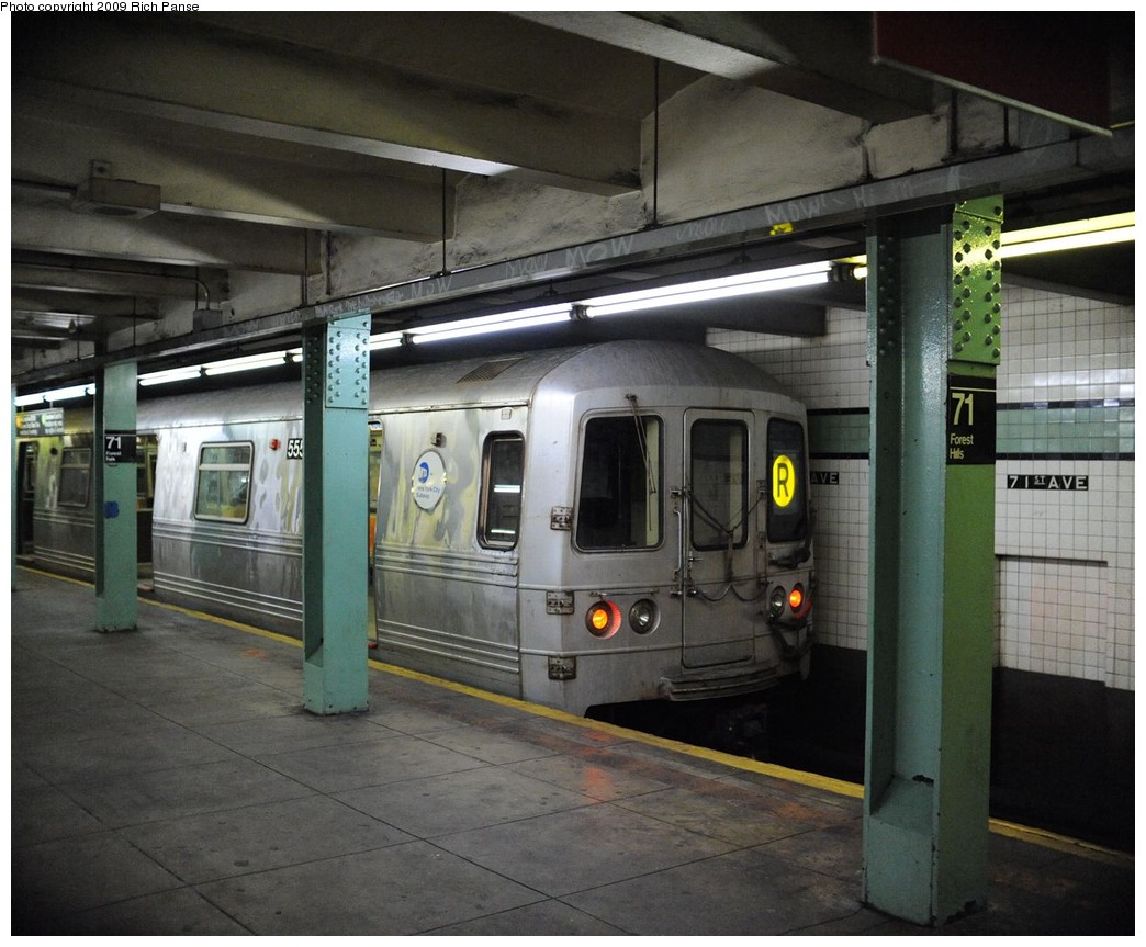 (209k, 1044x863)<br><b>Country:</b> United States<br><b>City:</b> New York<br><b>System:</b> New York City Transit<br><b>Line:</b> IND Queens Boulevard Line<br><b>Location:</b> 71st/Continental Aves./Forest Hills <br><b>Route:</b> R<br><b>Car:</b> R-46 (Pullman-Standard, 1974-75) 555x <br><b>Photo by:</b> Richard Panse<br><b>Date:</b> 3/25/2009<br><b>Viewed (this week/total):</b> 1 / 900