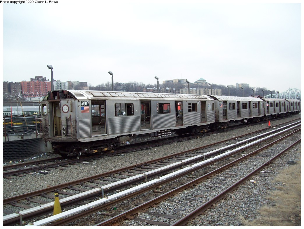 (239k, 1044x788)<br><b>Country:</b> United States<br><b>City:</b> New York<br><b>System:</b> New York City Transit<br><b>Location:</b> 207th Street Yard<br><b>Car:</b> R-38 (St. Louis, 1966-1967)  4007 <br><b>Photo by:</b> Glenn L. Rowe<br><b>Date:</b> 3/26/2009<br><b>Notes:</b> Scrap<br><b>Viewed (this week/total):</b> 0 / 976