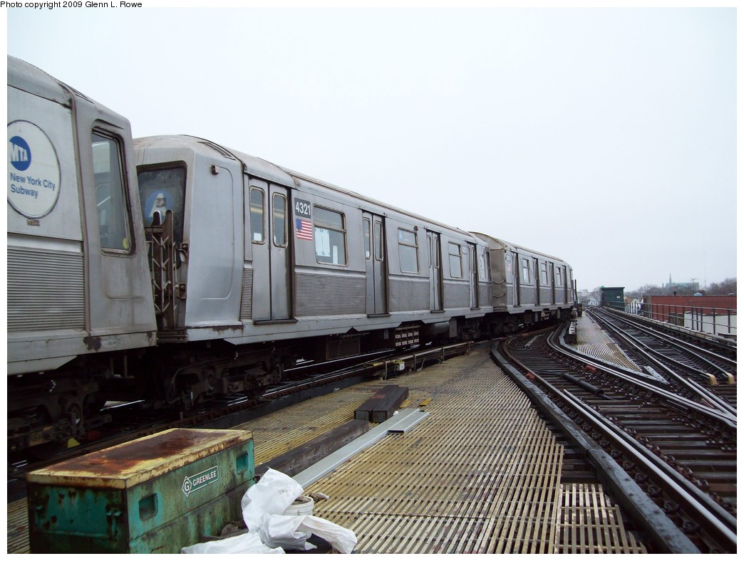 (211k, 1044x788)<br><b>Country:</b> United States<br><b>City:</b> New York<br><b>System:</b> New York City Transit<br><b>Line:</b> IND Fulton Street Line<br><b>Location:</b> Lefferts Boulevard <br><b>Route:</b> A<br><b>Car:</b> R-40 (St. Louis, 1968)  4321 <br><b>Photo by:</b> Glenn L. Rowe<br><b>Date:</b> 3/26/2009<br><b>Viewed (this week/total):</b> 0 / 724