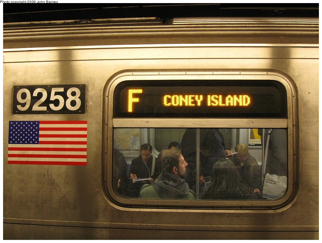 (243k, 1044x788)<br><b>Country:</b> United States<br><b>City:</b> New York<br><b>System:</b> New York City Transit<br><b>Line:</b> IND 6th Avenue Line<br><b>Location:</b> 34th Street/Herald Square <br><b>Route:</b> F<br><b>Car:</b> R-160A (Option 1) (Alstom, 2008-2009, 5 car sets)  9258 <br><b>Photo by:</b> John Barnes<br><b>Date:</b> 3/26/2009<br><b>Viewed (this week/total):</b> 1 / 1962