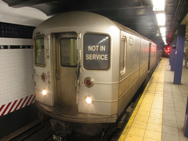 (73k, 640x480)<br><b>Country:</b> United States<br><b>City:</b> New York<br><b>System:</b> New York City Transit<br><b>Line:</b> IND Queens Boulevard Line<br><b>Location:</b> Queens Plaza <br><b>Route:</b> Work Service<br><b>Car:</b> R-127/R-134 (Kawasaki, 1991-1996) EP010 <br><b>Photo by:</b> Oren H.<br><b>Date:</b> 12/16/2007<br><b>Viewed (this week/total):</b> 2 / 979