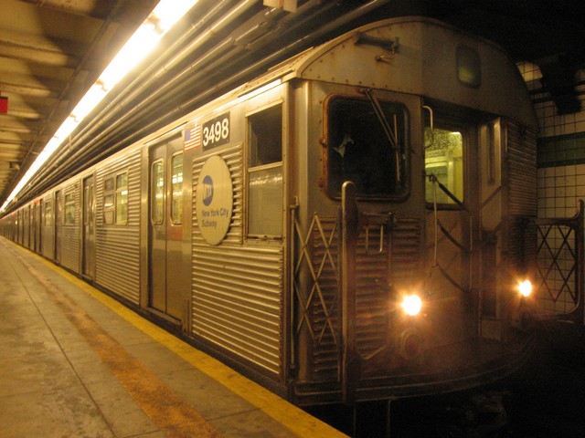 (85k, 640x480)<br><b>Country:</b> United States<br><b>City:</b> New York<br><b>System:</b> New York City Transit<br><b>Line:</b> IND 6th Avenue Line<br><b>Location:</b> 23rd Street <br><b>Route:</b> F<br><b>Car:</b> R-32 (Budd, 1964)  3498 <br><b>Photo by:</b> Oren H.<br><b>Date:</b> 12/16/2007<br><b>Viewed (this week/total):</b> 1 / 586