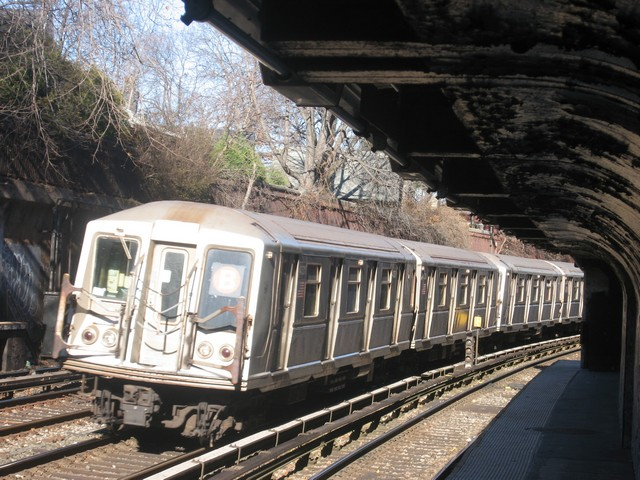 (112k, 640x480)<br><b>Country:</b> United States<br><b>City:</b> New York<br><b>System:</b> New York City Transit<br><b>Line:</b> BMT Brighton Line<br><b>Location:</b> Beverley Road <br><b>Route:</b> B<br><b>Car:</b> R-40 (St. Louis, 1968)  4331 <br><b>Photo by:</b> Oren H.<br><b>Date:</b> 12/17/2007<br><b>Viewed (this week/total):</b> 0 / 1152
