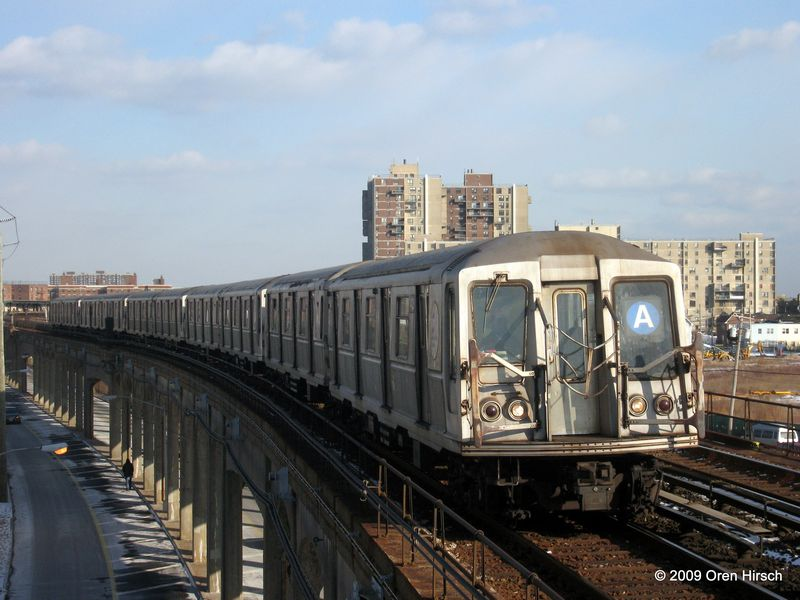 (77k, 800x600)<br><b>Country:</b> United States<br><b>City:</b> New York<br><b>System:</b> New York City Transit<br><b>Line:</b> IND Rockaway<br><b>Location:</b> Beach 67th Street/Gaston Avenue <br><b>Route:</b> A<br><b>Car:</b> R-40 (St. Louis, 1968)  4425 <br><b>Photo by:</b> Oren H.<br><b>Date:</b> 1/16/2009<br><b>Viewed (this week/total):</b> 8 / 960