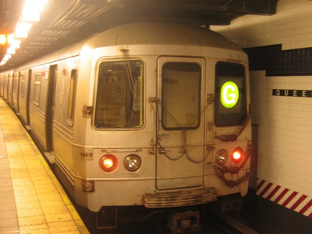 (70k, 640x480)<br><b>Country:</b> United States<br><b>City:</b> New York<br><b>System:</b> New York City Transit<br><b>Line:</b> IND Queens Boulevard Line<br><b>Location:</b> Queens Plaza <br><b>Route:</b> G<br><b>Car:</b> R-46 (Pullman-Standard, 1974-75) 5594 <br><b>Photo by:</b> Oren H.<br><b>Date:</b> 12/16/2007<br><b>Viewed (this week/total):</b> 2 / 645