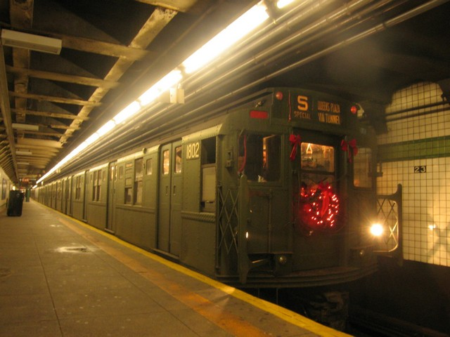 (72k, 640x480)<br><b>Country:</b> United States<br><b>City:</b> New York<br><b>System:</b> New York City Transit<br><b>Line:</b> IND 6th Avenue Line<br><b>Location:</b> 23rd Street <br><b>Route:</b> Museum Train Service (V)<br><b>Car:</b> R-9 (Pressed Steel, 1940)  1802 <br><b>Photo by:</b> Oren H.<br><b>Date:</b> 12/16/2007<br><b>Viewed (this week/total):</b> 0 / 614