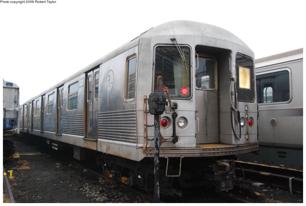 (212k, 1044x705)<br><b>Country:</b> United States<br><b>City:</b> New York<br><b>System:</b> New York City Transit<br><b>Location:</b> 207th Street Yard<br><b>Car:</b> R-42 (St. Louis, 1969-1970)  4723 <br><b>Photo by:</b> Robert Taylor<br><b>Date:</b> 3/29/2009<br><b>Viewed (this week/total):</b> 1 / 975