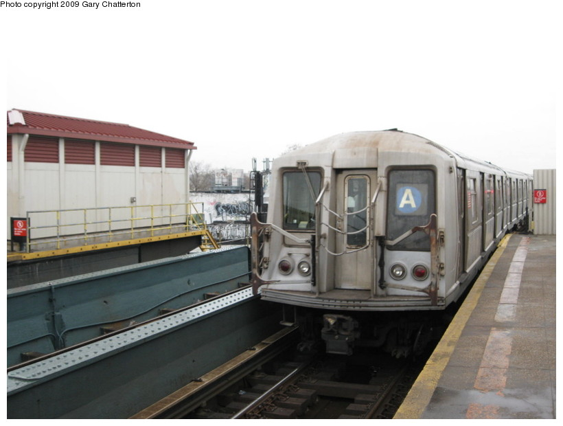 (98k, 820x620)<br><b>Country:</b> United States<br><b>City:</b> New York<br><b>System:</b> New York City Transit<br><b>Line:</b> IND Fulton Street Line<br><b>Location:</b> Rockaway Boulevard <br><b>Route:</b> A<br><b>Car:</b> R-40 (St. Louis, 1968)  4246 <br><b>Photo by:</b> Gary Chatterton<br><b>Date:</b> 4/1/2009<br><b>Viewed (this week/total):</b> 2 / 776