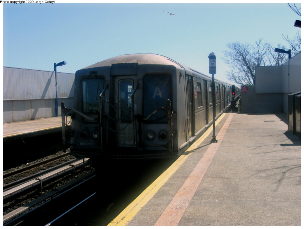 (206k, 1044x788)<br><b>Country:</b> United States<br><b>City:</b> New York<br><b>System:</b> New York City Transit<br><b>Line:</b> IND Rockaway<br><b>Location:</b> Broad Channel <br><b>Route:</b> A<br><b>Car:</b> R-40 (St. Louis, 1968)  4347 <br><b>Photo by:</b> Jorge Catayi<br><b>Date:</b> 3/23/2009<br><b>Viewed (this week/total):</b> 3 / 471
