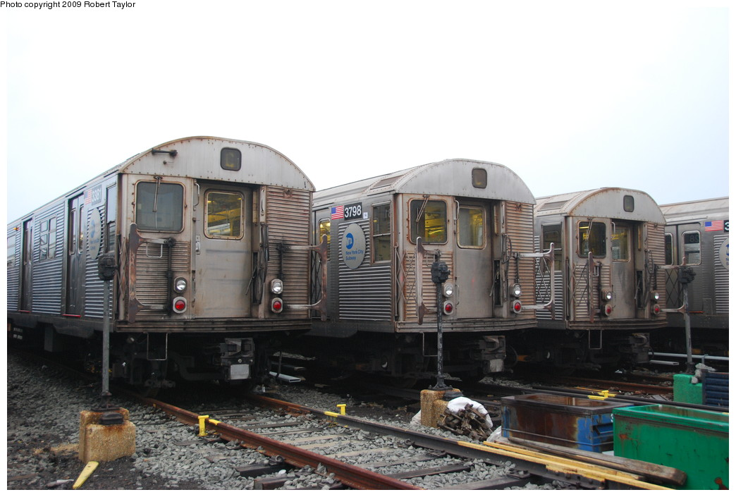(234k, 1044x705)<br><b>Country:</b> United States<br><b>City:</b> New York<br><b>System:</b> New York City Transit<br><b>Location:</b> 207th Street Yard<br><b>Car:</b> R-32 (Budd, 1964)  3381/3798 <br><b>Photo by:</b> Robert Taylor<br><b>Date:</b> 3/29/2009<br><b>Viewed (this week/total):</b> 3 / 919