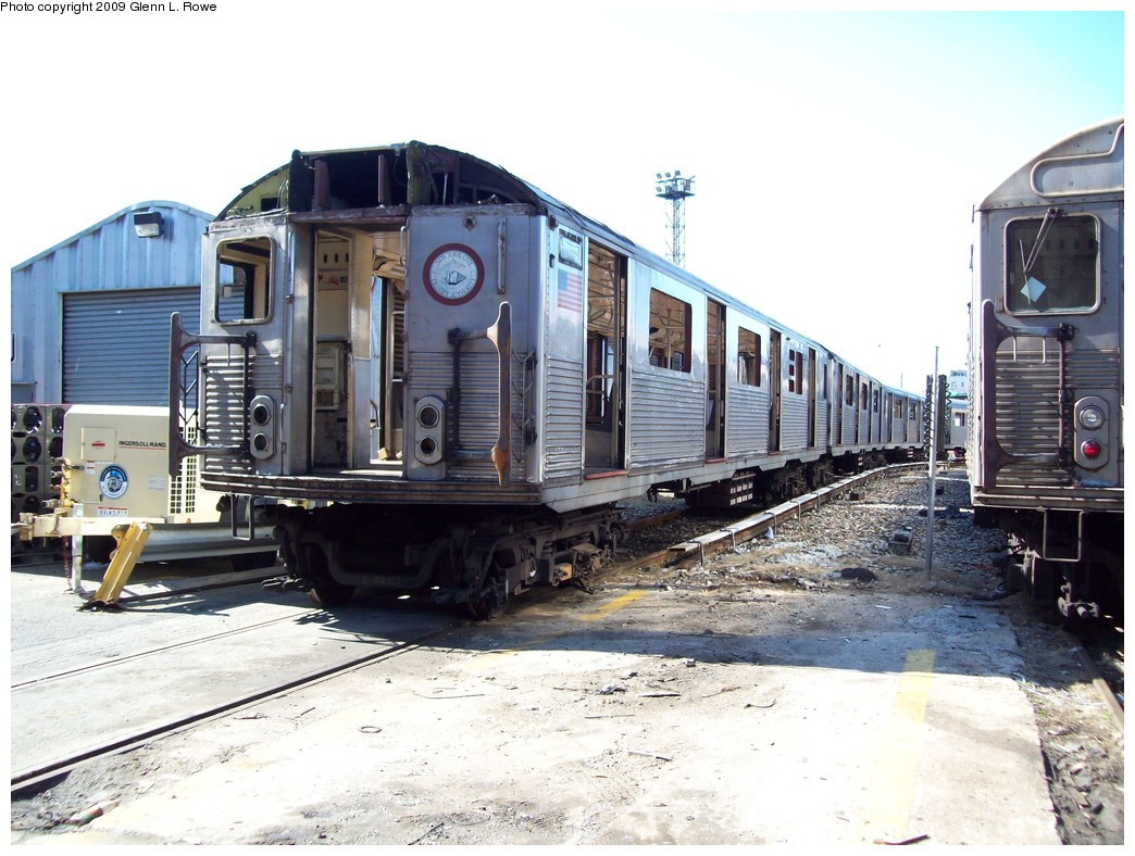 (229k, 1044x788)<br><b>Country:</b> United States<br><b>City:</b> New York<br><b>System:</b> New York City Transit<br><b>Location:</b> 207th Street Yard<br><b>Car:</b> R-38 (St. Louis, 1966-1967)  3977 <br><b>Photo by:</b> Glenn L. Rowe<br><b>Date:</b> 3/31/2009<br><b>Notes:</b> Scrap<br><b>Viewed (this week/total):</b> 0 / 604
