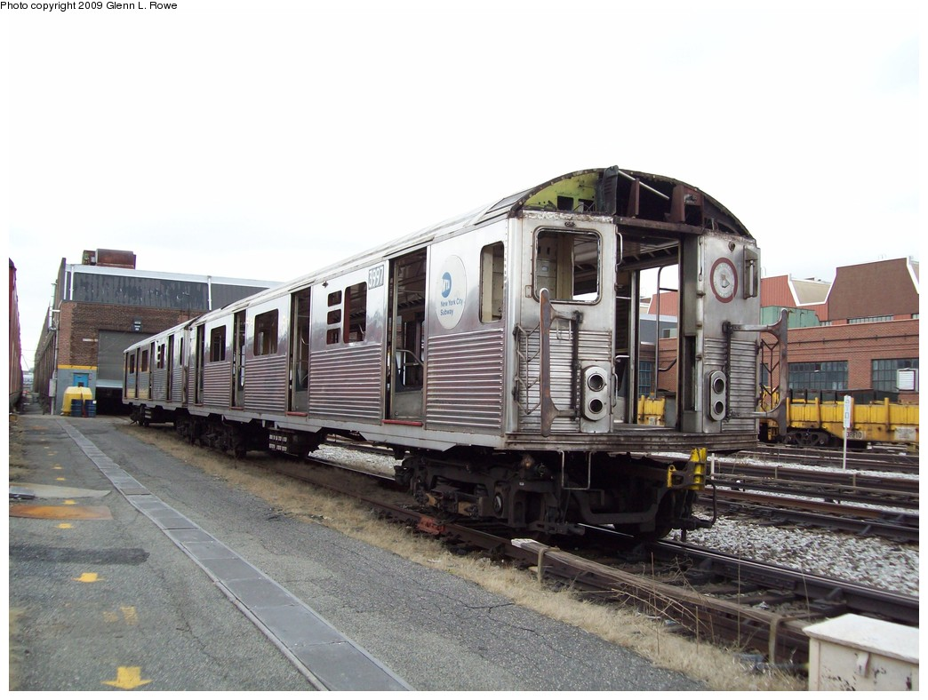 (208k, 1044x788)<br><b>Country:</b> United States<br><b>City:</b> New York<br><b>System:</b> New York City Transit<br><b>Location:</b> 207th Street Yard<br><b>Car:</b> R-38 (St. Louis, 1966-1967)  3997 <br><b>Photo by:</b> Glenn L. Rowe<br><b>Date:</b> 4/1/2009<br><b>Notes:</b> Scrap<br><b>Viewed (this week/total):</b> 1 / 521