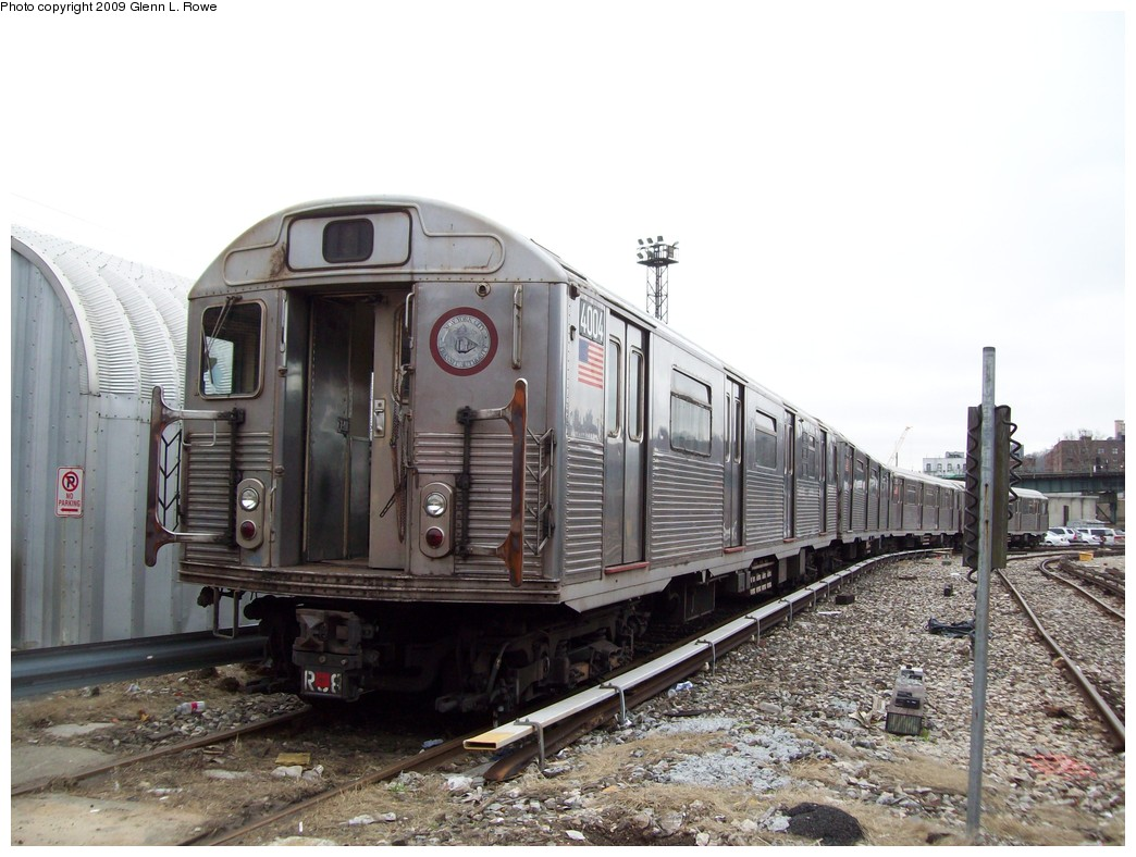 (210k, 1044x788)<br><b>Country:</b> United States<br><b>City:</b> New York<br><b>System:</b> New York City Transit<br><b>Location:</b> 207th Street Yard<br><b>Car:</b> R-38 (St. Louis, 1966-1967)  4004 <br><b>Photo by:</b> Glenn L. Rowe<br><b>Date:</b> 4/1/2009<br><b>Viewed (this week/total):</b> 0 / 512