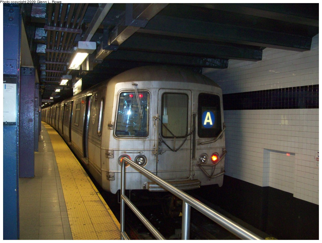 (199k, 1044x788)<br><b>Country:</b> United States<br><b>City:</b> New York<br><b>System:</b> New York City Transit<br><b>Line:</b> IND 8th Avenue Line<br><b>Location:</b> Chambers Street/World Trade Center <br><b>Route:</b> A<br><b>Car:</b> R-44 (St. Louis, 1971-73) 5454 <br><b>Photo by:</b> Glenn L. Rowe<br><b>Date:</b> 4/2/2009<br><b>Viewed (this week/total):</b> 0 / 1104