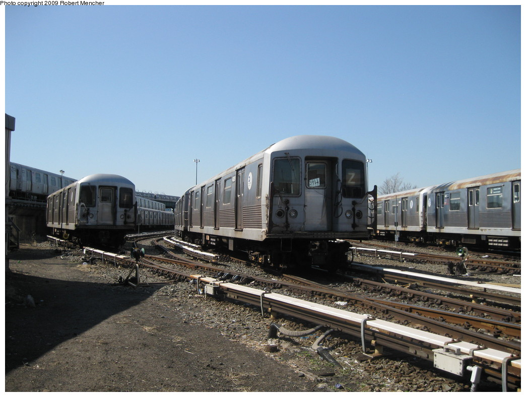(220k, 1044x788)<br><b>Country:</b> United States<br><b>City:</b> New York<br><b>System:</b> New York City Transit<br><b>Location:</b> East New York Yard/Shops<br><b>Car:</b> R-42 (St. Louis, 1969-1970)  4828 <br><b>Photo by:</b> Robert Mencher<br><b>Date:</b> 3/31/2009<br><b>Viewed (this week/total):</b> 0 / 506